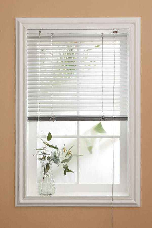 PVC WOODGRAIN VENETIAN BLIND 100CM x 60CM