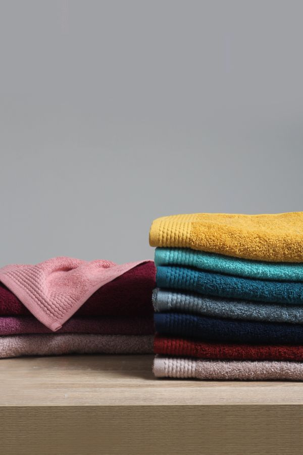 SOFT AND FLUFFY HAND TOWEL