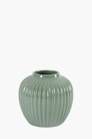 Ribbed Classic Urn